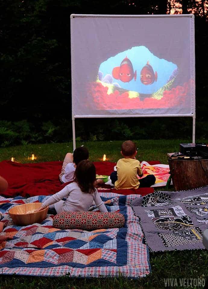 Diy outdoor movie screen tutorial diy outdoor movie screen freerunsca Image collections