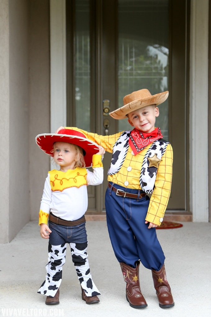 woody and jessie toy story costume  sc 1 st  Viva Veltoro & How to Make a Jessie Toy Story Costume. No Sewing Required! - Viva ...